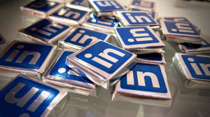 4 Powerful Tips To Attract Money-in-hand Customers On LinkedIn